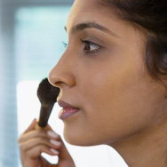 How to Choose and Apply Face Powder